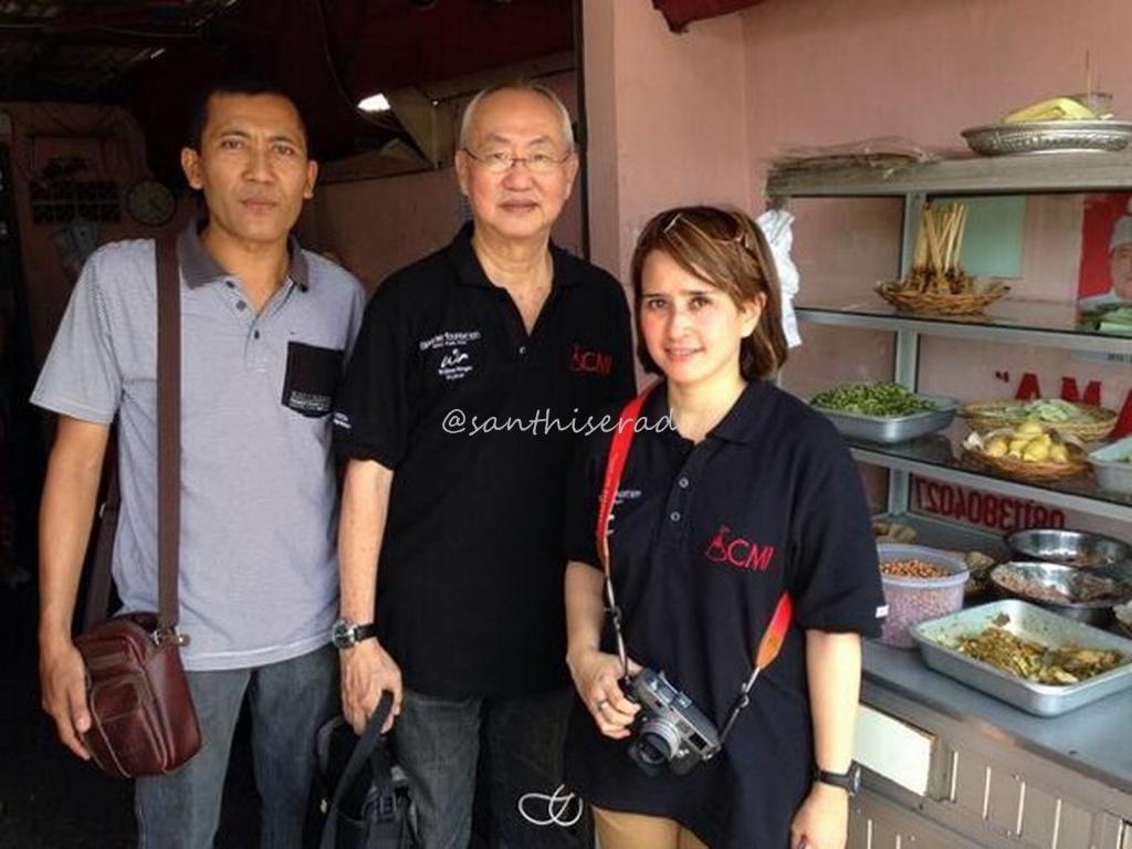 Berfoto dengan bpk I Gede Yota, pemilik ayam betutu Rama (Copy)