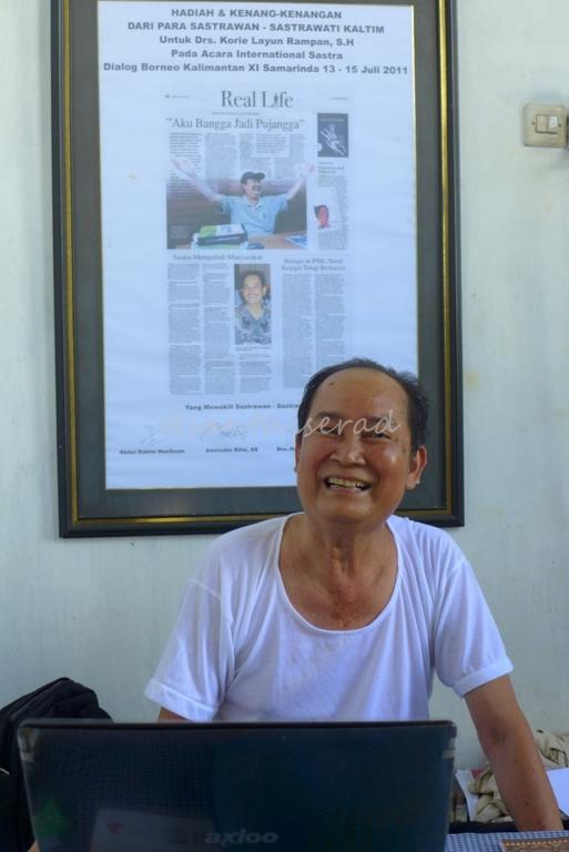 Bapak Korrie Layun Rampan di ruang kerjanya (Copy)