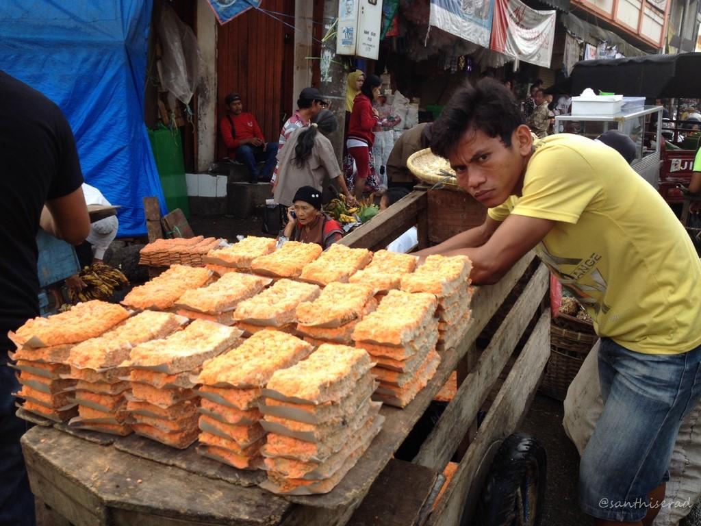 Penjual Oncom di Pasar Surya Kencana (Copy)