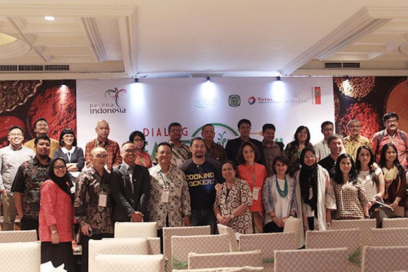 Bersama seluruh pembicara Dialog Gastronomi Nasional hari pertama