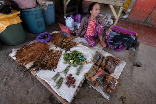 Penjual rempah di Pasar Bolu
