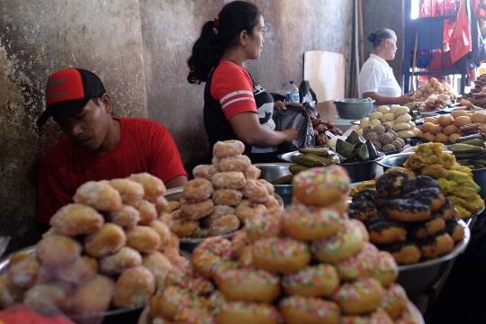 Aneka kue di Pasar Bolu