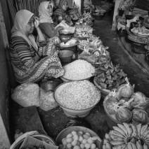 Pasar Kebon Roek, Lombok: Berjualan Bersama