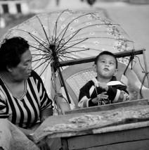 Ibu dan Anak di Pasar Ikan Kendari