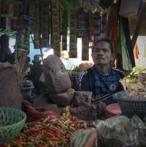 Pasar Kebon Roek, Lombok: Menunggu Dagangan