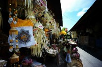 Pasar Adat Kapal, Bali: Perlengkapan Sembahyang