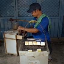 Pasar Petak 9 Glodok: Uli Bakar